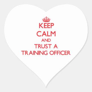 Guarde la calma y confíe en a un oficial del entre pegatina