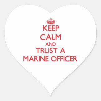 Guarde la calma y confíe en a un oficial marino pegatinas de corazon personalizadas
