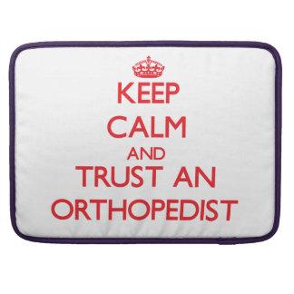 Guarde la calma y confíe en a un ortopedista funda para macbook pro