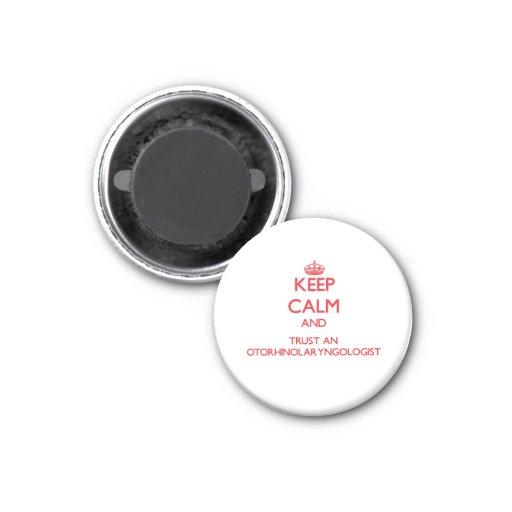 Guarde la calma y confíe en a un otorrinolaringólo imán redondo 3 cm
