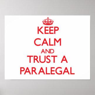 Guarde la calma y confíe en a un Paralegal Póster