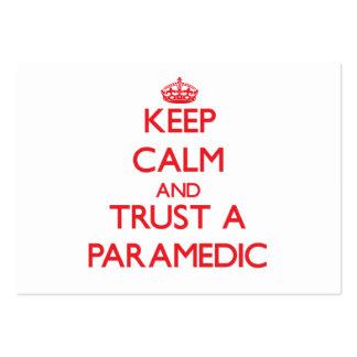 Guarde la calma y confíe en a un paramédico tarjeta de visita