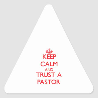 Guarde la calma y confíe en a un pastor pegatinas de triangulo