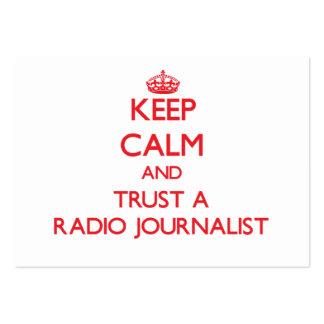 Guarde la calma y confíe en a un periodista de rad plantilla de tarjeta personal
