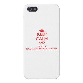Guarde la calma y confíe en a un profesor de escue iPhone 5 carcasas