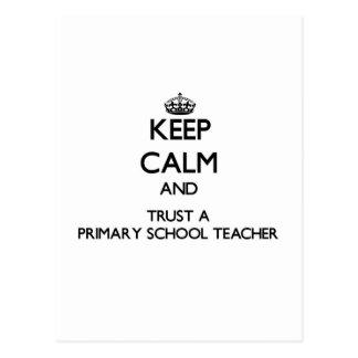 Guarde la calma y confíe en a un profesor de escue postal