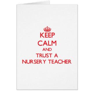 Guarde la calma y confíe en a un profesor del cuar tarjeta de felicitación