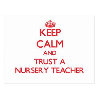 Guarde la calma y confíe en a un profesor del cuar postales