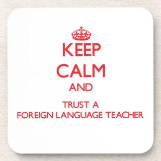 Guarde la calma y confíe en a un profesor del idio posavasos