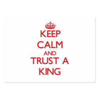 Guarde la calma y confíe en a un rey tarjeta de visita