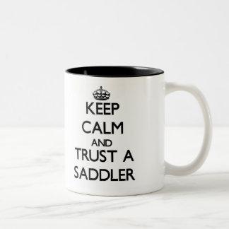Guarde la calma y confíe en a un Saddler Taza De Café