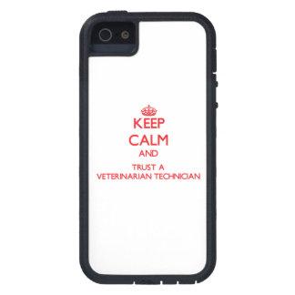 Guarde la calma y confíe en a un técnico veterinar iPhone 5 Case-Mate funda