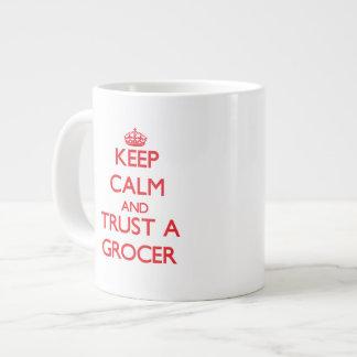 Guarde la calma y confíe en a un tendero tazas jumbo