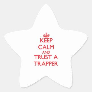 Guarde la calma y confíe en a un trampero pegatina forma de estrella personalizadas