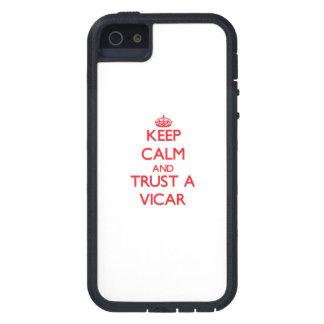 Guarde la calma y confíe en a un vicario iPhone 5 Case-Mate cárcasa