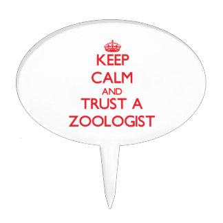 Guarde la calma y confíe en a un zoologista figura para tarta