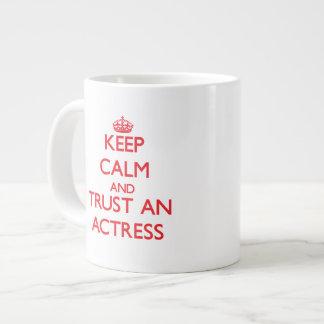 Guarde la calma y confíe en a una actriz taza extra grande