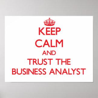 Guarde la calma y confíe en al analista del negoci poster