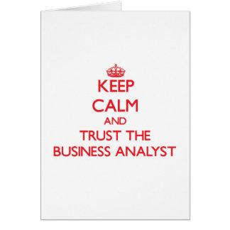 Guarde la calma y confíe en al analista del negoci tarjeta