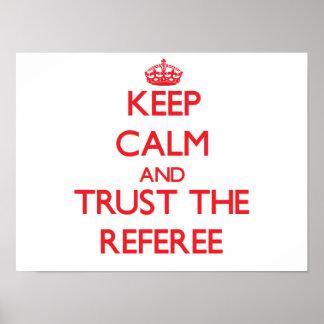 Guarde la calma y confíe en al árbitro póster