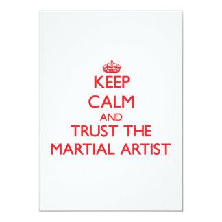 Guarde la calma y confíe en al artista marcial invitación 12,7 x 17,8 cm