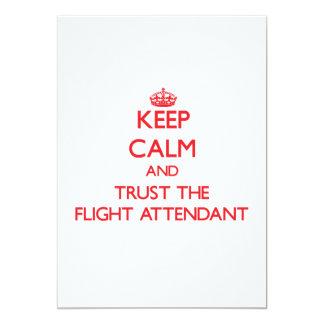 Guarde la calma y confíe en al asistente de vuelo invitaciones personales