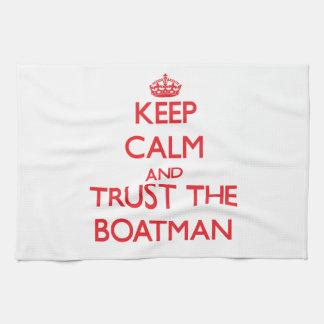 Guarde la calma y confíe en al barquero toalla de cocina