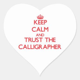 Guarde la calma y confíe en al calígrafo pegatina en forma de corazón