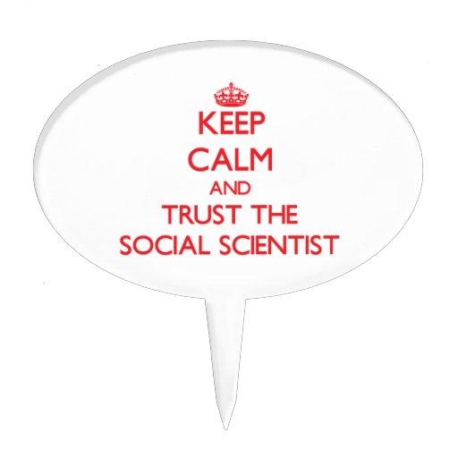 Guarde la calma y confíe en al científico social figura de tarta