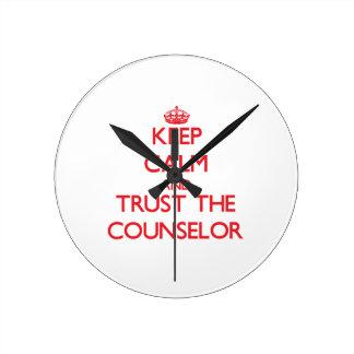 Guarde la calma y confíe en al consejero reloj