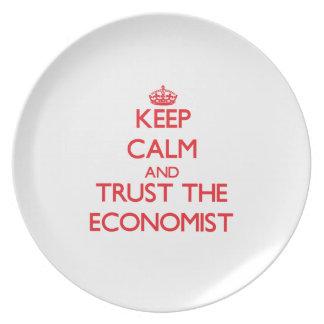 Guarde la calma y confíe en al economista platos