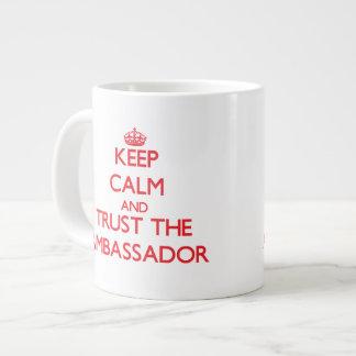 Guarde la calma y confíe en al embajador tazas jumbo