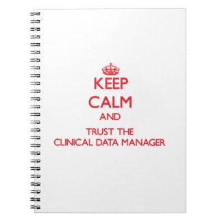 Guarde la calma y confíe en al encargado clínico d cuadernos