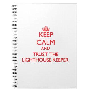 Guarde la calma y confíe en al encargado de faro cuaderno