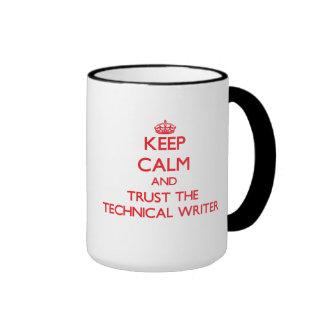 Guarde la calma y confíe en al escritor técnico taza de dos colores