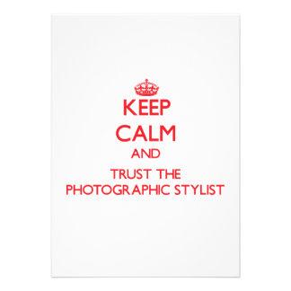 Guarde la calma y confíe en al estilista fotográfi comunicados personalizados