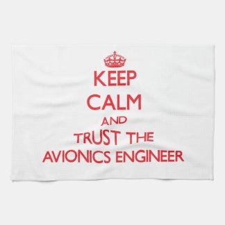 Guarde la calma y confíe en al ingeniero de la avi toalla de cocina