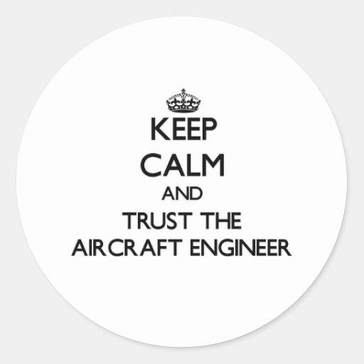 Guarde la calma y confíe en al ingeniero de los etiqueta redonda