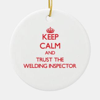 Guarde la calma y confíe en al inspector de la adorno navideño redondo de cerámica