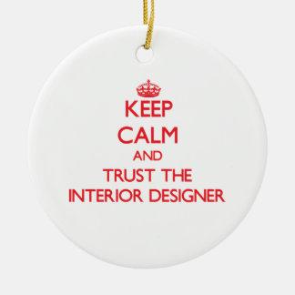 Guarde la calma y confíe en al interiorista adorno navideño redondo de cerámica