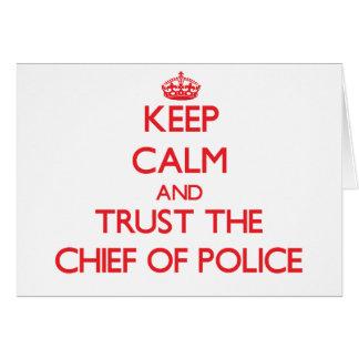 Guarde la calma y confíe en al jefe de policía tarjetón