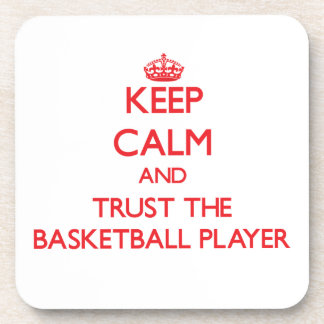 Guarde la calma y confíe en al jugador de básquet posavasos de bebida