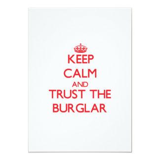 Guarde la calma y confíe en al ladrón comunicado