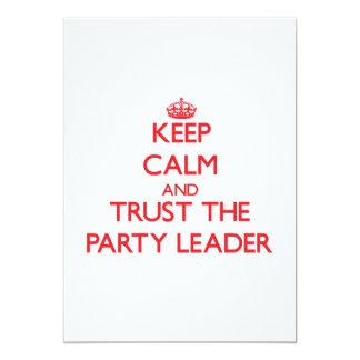 """Guarde la calma y confíe en al líder de fiesta invitación 5"""" x 7"""""""