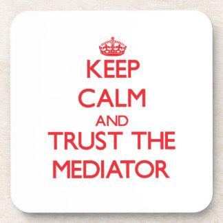 Guarde la calma y confíe en al mediador posavasos