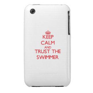 Guarde la calma y confíe en al nadador Case-Mate iPhone 3 protector