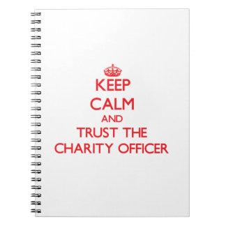 Guarde la calma y confíe en al oficial de la carid cuaderno