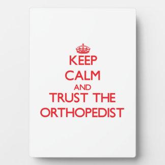 Guarde la calma y confíe en al ortopedista placa de plastico