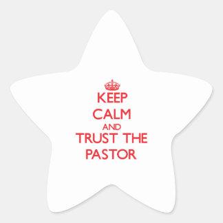 Guarde la calma y confíe en al pastor etiquetas