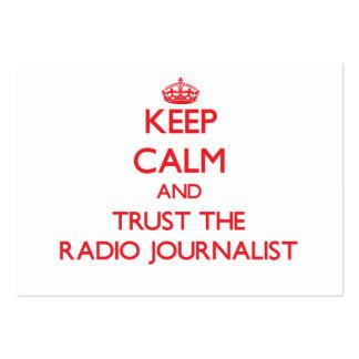 Guarde la calma y confíe en al periodista de radio tarjeta de visita